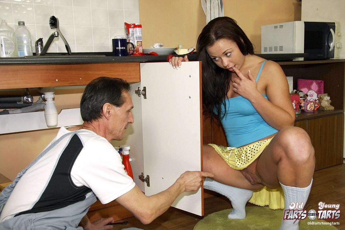 Порно зрелых женщин с сантехниками фото 795-578